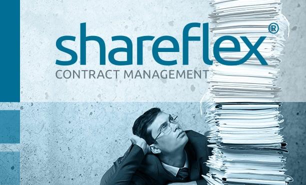 Junger Mann vor Aktenstapel mit Shareflex Contract Logo